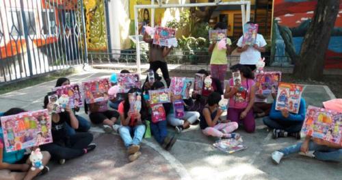 La entrega se realizó en Chimaltenango. (Foto: Fundación Azteca)