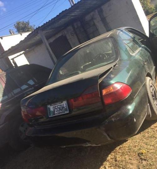Vista del automóvil donde el hombre mató a su esposa y donde transportó el cadáver. (Foto: Archivo)