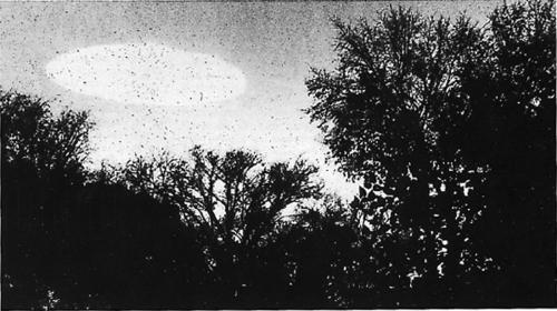 Imagen de un presunto avistamiento de ovnis captado en Minneapolis, Minnesota, Estados Unidos, el 20 de octubre de 1960. (Foto: Código Espagueti)