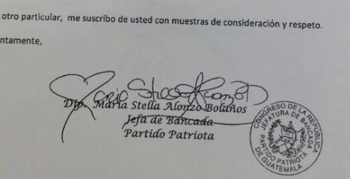 La firma de la diputada llama la atención en redes sociales. (Foto: La Hora)
