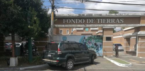 Las fuerzas de seguridad secuestran documentos en Fontierras. (Foto: Nuestro Diario)
