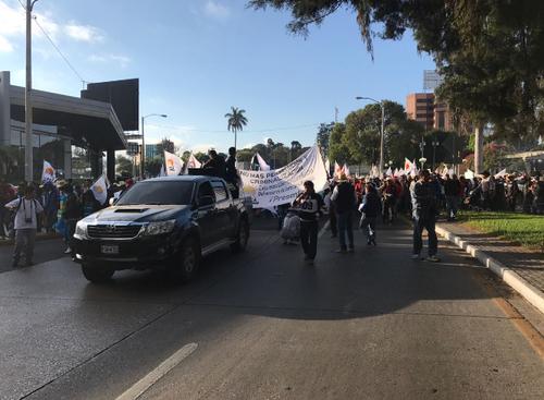 La caminata de Codeca ya inició en el Obelisco. (Foto: Emisoras Unidas)
