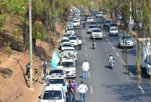 Decenas de taxistas manifestaron el pasado 23 de febrero. (Foto: Archivo/Soy502)