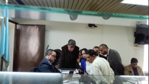 Durante la diligencia, se mostró uno de los videos que estaban archivados en el teléfono de Quezada Palencia. (Foto: Soy502)