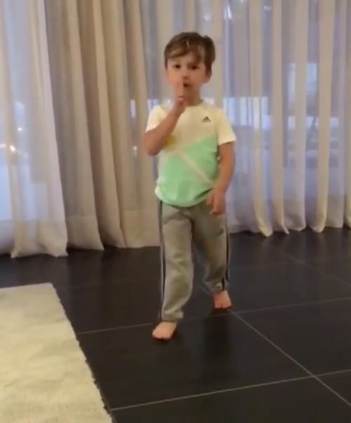 A sus tres años Benjamín Suárez sabe cómo se celebra un gol. (Foto: Instagram)