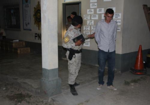 El piloto Marco Aníbal Mayen García fue puesto a disposición del juzgado de paz del municipio de Dolores. (Foto: PNC)