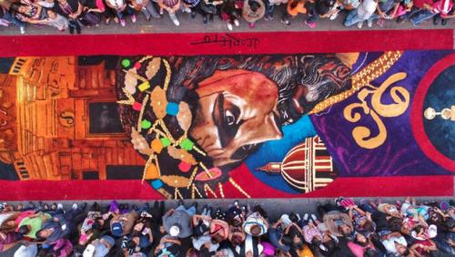 En la sexta avenida, el Colectivo Chucho Callejero realizó una hermosa alfombra. (Foto: Facebook)