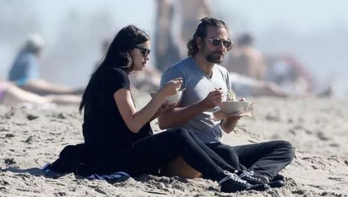 La primera aparición de la pareja en público, luego de revelar que serían padres, ocurrió en febrero en una playa de Los Ángeles. (Foto: The Grosby Group)