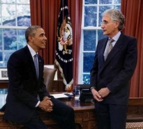 Obama ha reconocido que su amistada con Lawrence Goldyn le ayudó a educarse en muchos temas. (Foto: Infobae)