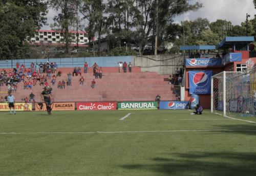 Este es el momento del gol de Juan Carlos Plata. (Foto: Alejandro Balán/Soy502)