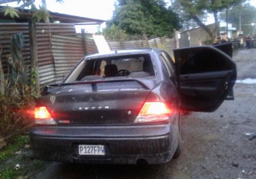 Este es el vehículo en el que se movilizaban los pandilleros. (Foto: PNC)