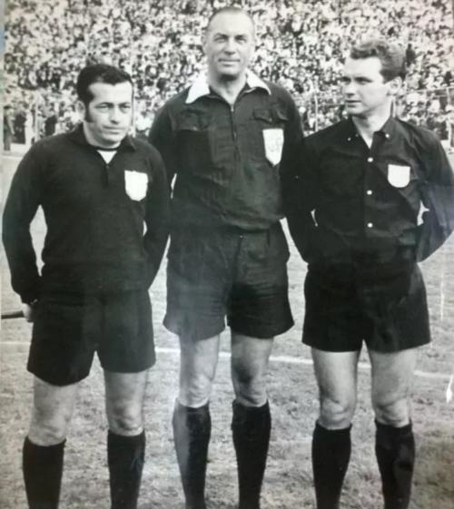 Octavio Sierra (al medio) aconsejó a sus colegas argentinos de tener cuidado en Medellín. (Foto: Infobae)