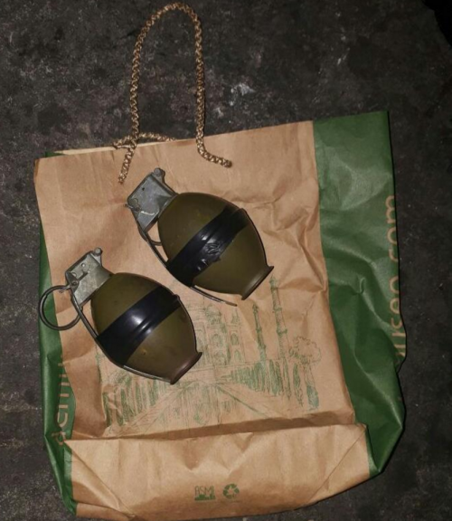 Estas son las granadas que le incautaron a la mujer. (Foto: PNC)