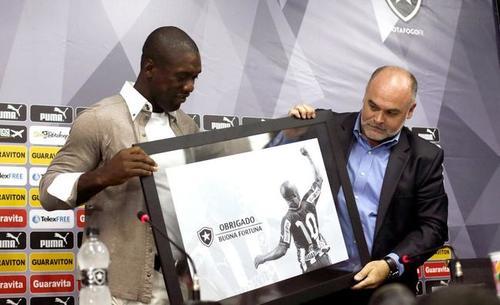 El club Botafogo del fútbol brasileño despidió al holandés con un homenaje a la altura de su categoría.