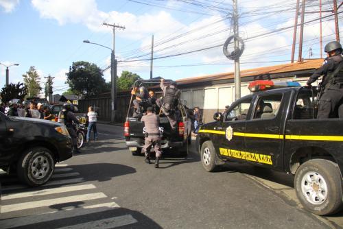 El despliegue de seguridad en la calle también fue exagerado. (Foto: Alexis Batres/Soy502)