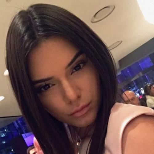 """Kendall Jenner, del clan """"Kardashian"""" también aprovecha las redes sociales para subir sus selfies. (Foto: vogue.com)"""