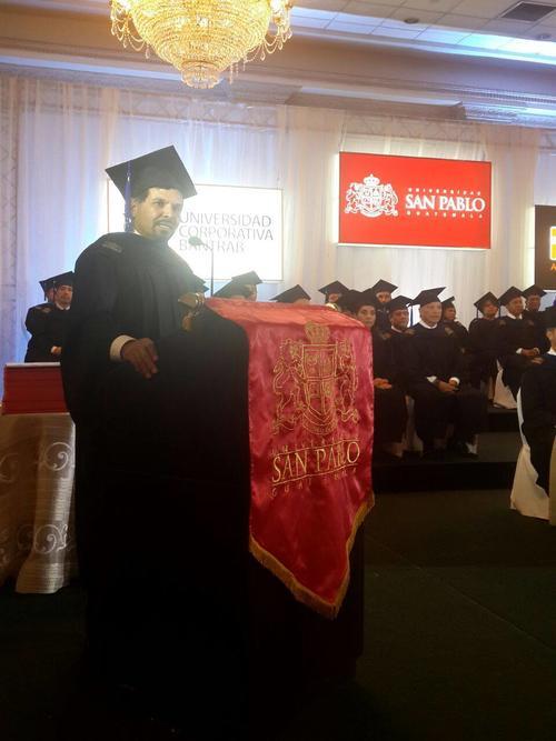 El expresidente de Bantrab, Sergio Hernández, en una ceremonia del Banco. (Foto: Facebook Bantrab)