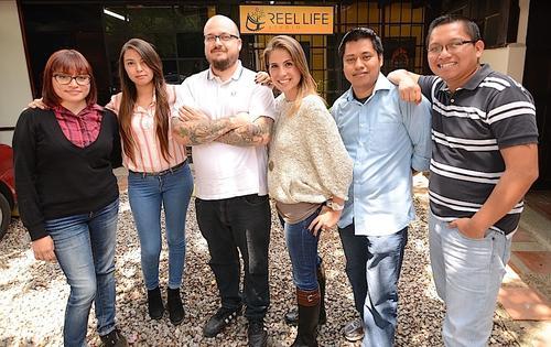 Parte del equipo de la productora guatemalteca ReelLife Studio. (Foto: Selene Mejía/Soy502)