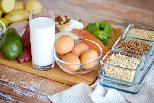 Vegetales, frutas, granos, carnes y lácteos son los cinco grupos alimenticios principales recomendados. (Foto: Shutterstock)