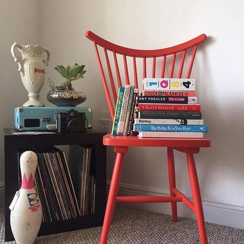 Las sillas pueden transformarse en libreras. (Foto: Urban Outfitters)
