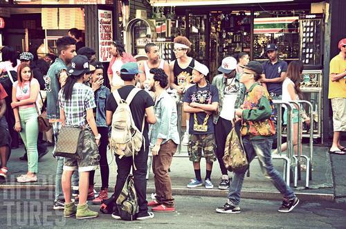 Saint marks Place es la calle donde se encuentran las tribus urbanas en Nueva York. (Foto: hit.pics)