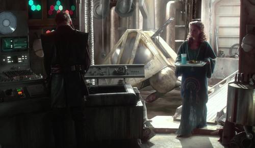 Este detalle ha puesto a pensar a los seguidores de Star Wars. (Foto: Sopitas)