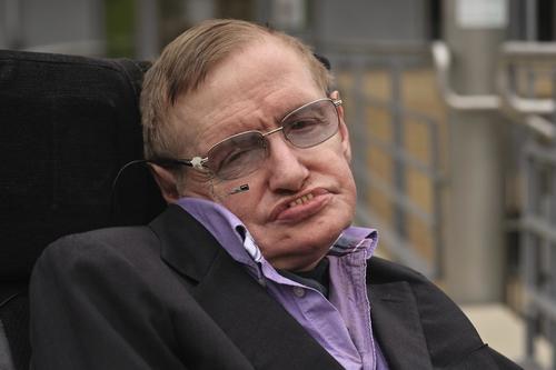 La nueva teoría del astrofísico británico Stephen Hawking, intenta resolver el tema de los agujeros negros, que inquieta a los físicos desde hace dos años. (Foto: collider)