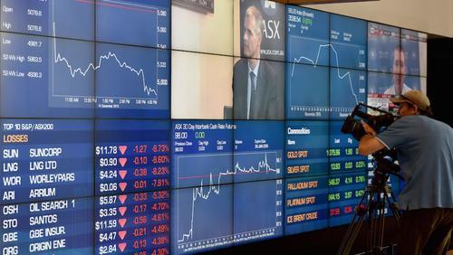 Expertos esperan que el precio del dólar siga fuerte frente a buena parte de monedas en el mundo. (Foto: CNN)