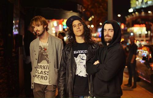 """Ramazzini también es parte de la banda de rock alternativo """"Sullen Waves"""". (Foto: Sullen Waves)"""