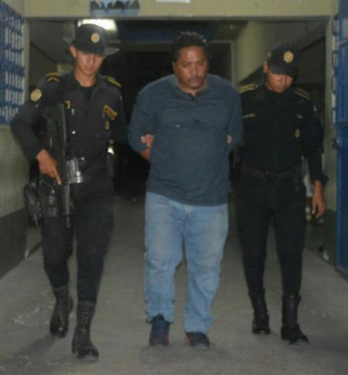 Las autoridades detuvieron a Roberto Antonio Trabanino Vargas de 41 años, quien se conducía en un vehículo con reporte de robo. (Foto: PNC)