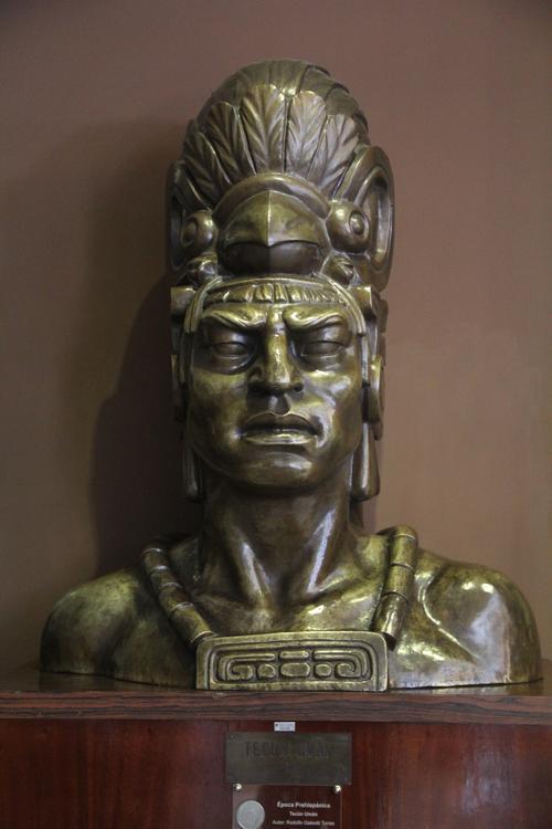 El busto del Héroe nacional, Tecún Umán utilizado como modelo para ilustrar los billetes de 50 centavos.  (Foto: Alexis Batres/Soy502)
