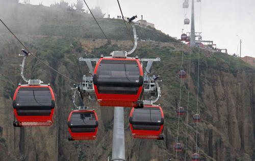 Para la iniciativa podría utilizarse como referencia el teleférico inaugurado en Bolivia en 2012. (Foto datos-bo.com)