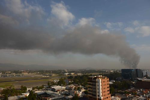 Vista panorámica del incendio en La Termina, zona 4. (Foto: Jesús Alfonso/Soy502)