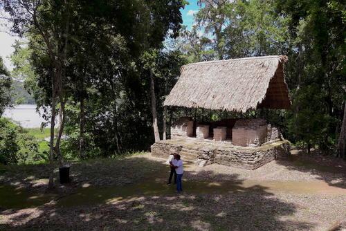 Topoxte es uno de los sitios arqueológicos más grandes dentro del parque Yaxha. Esta ubicado en una isla dentro de la laguna. (Foto: Javier Lainfiesta/Soy502)
