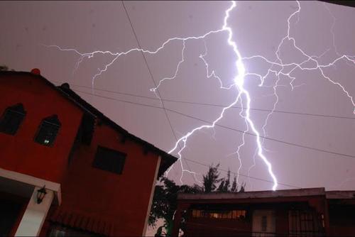 La actividad eléctrica también estará presente en los próximos días en el territorio nacional. (Foto: Fredy Hernández/Soy502)