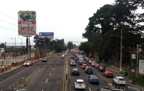 Durante la mañana no es posible alcanzar altas velocidades en este tramo por el tránsito. (Foto: noticias.com)