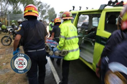El conductor del vehículo fue trasladado hacia un centro asistencial. (Foto: Bomberos Municipales)