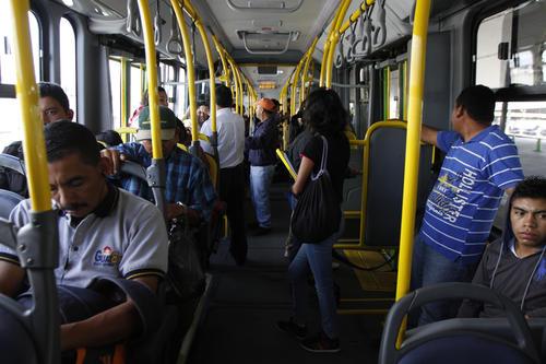 Los usuarios se sienten más seguros al viajar en Transmetro. Esa es otra de las ventajas del sistema. (Foto: Deccio Serrano/Soy502).
