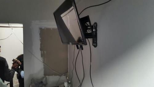 Varios televisores de pantallas planas fueron localizados en el interior de Matamoros.  (Foto: MP)