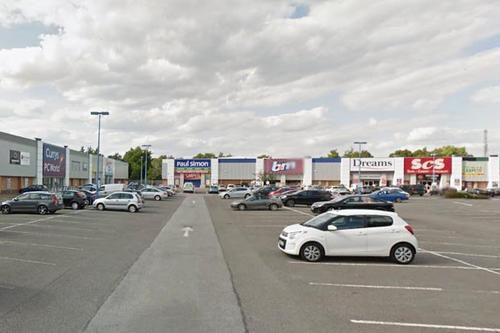 En este comercial está ubicada la tienda de donde el frustrado ladrón salió con las manos vacías. (Foto: Daily Star)