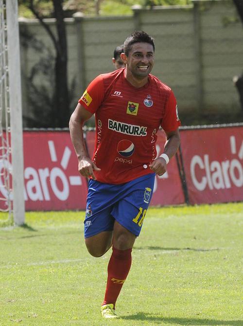 El tico Carlos Hernández, fue cesado del Club Municipal. (Foto: Orlando Chile/Nuestro Diario)