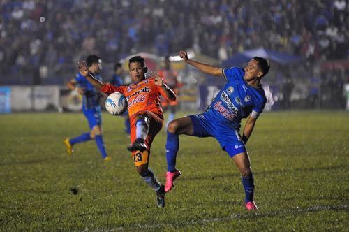 Cobán sufrió más de la cuenta para empatar 3-3 frente a Suchitepéquez en el estadio Verapáz.  (Foto: Nuestro Diario)