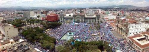 Velásquez actualizó su perfil con esta fotografía, una panorámica del Parque Central en uno de los tantos sábados de protesta.  (Foto: Twwiter/IvánVelásquez)