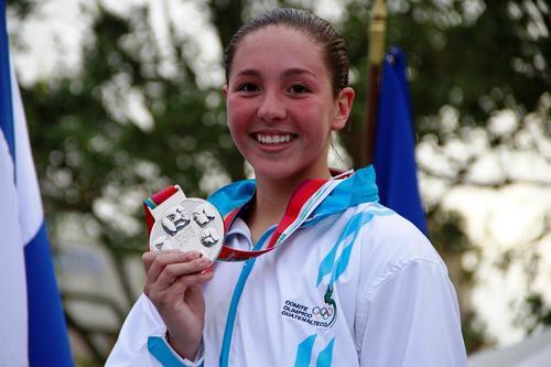 Valerie Gruest gana la medlla de oro e impone nuevo récord en su categoría en el Camex 2014. (Foto: COG)