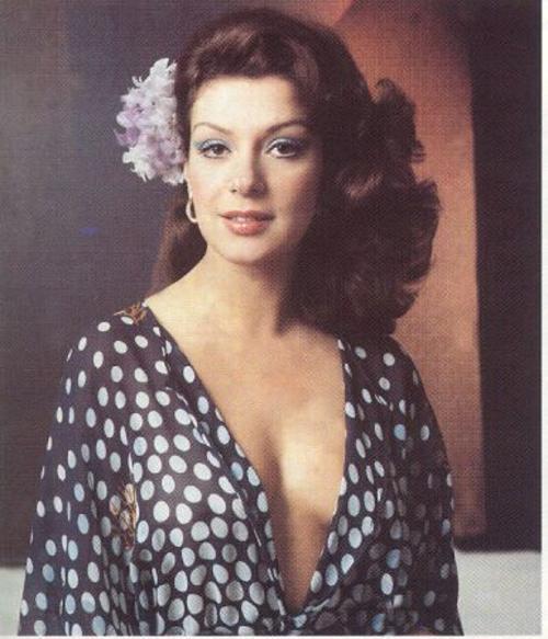 Virginia Vallejo terminó la relación con el capo luego de enterarse que había regalado un collar a otra mujer. (Imagen: Infobae)