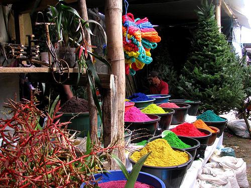 Las ventas callejeras para elaborar el Nacimiento o adornar la casa en la temporada son comunes en el país.  (Foto:  http://fersnewblog.blogspot.com/)