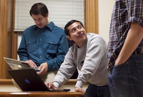 Emilio Vicente es un estudiante notable de la Universidad de Carolina del Norte.  (Foto: News Observer)