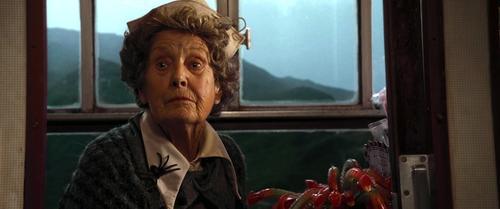 Ella es la tierna viejecita de la que todos se deben cuidar, ya que es macabra. (Foto: Pinterest)