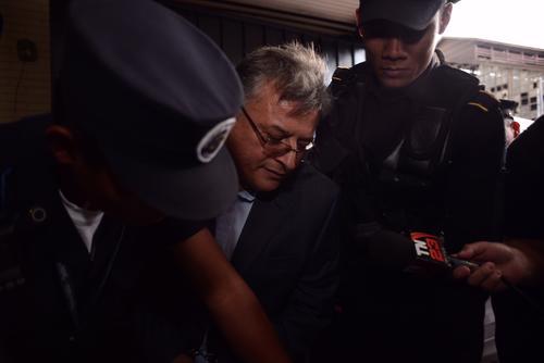 Este viernes fue arrestado Rudy Villeda, acusado de favorecer ilegalmente a una empresa para que esta operara en el Aeropuerto la Aurora sin pagar impuestos, se estima que defraudó al Estado pro 59 millones de quetzales. (Foto: Jesús Alfonso/Soy502)