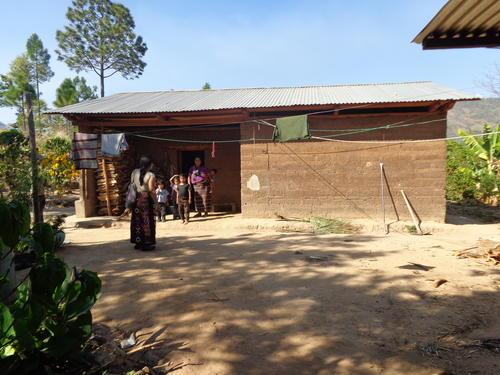 Fundación contra el hambre, trabaja en un proyecto de desarrollo de huertos para familias de Luminoche, Huehuetenango. (Foto: Fundación contra el hambre)